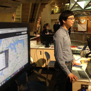 Ilyun Koh demonstrating the SEDAC Population Estimation Service to attendees of the New York Hall of Science